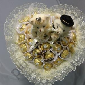 БК227 Букет из конфет на свадьбу с ферреро